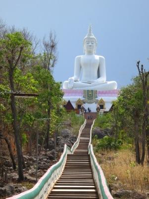 Hedwig Kolonko - weißer Buddha am Ubol Ratana Staudamm