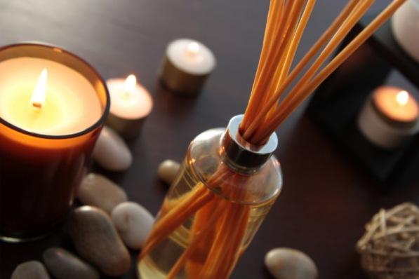 Ätherische Düfte können uns bei Meditation und Entspannung unterstützen.