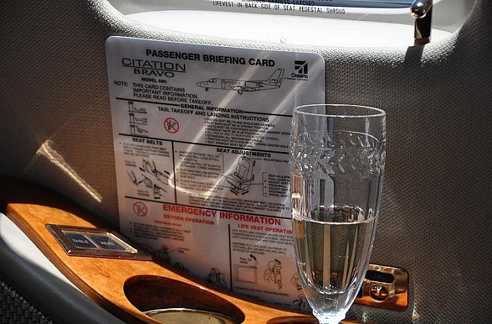 Moet on the Jet - Fernab von Linienverbindungen: Reisen im Privatjet