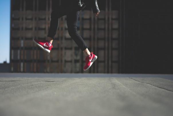 Sprung mit Schuhen