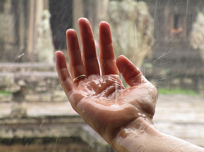Hand regen josemdelaa/pixabay 1