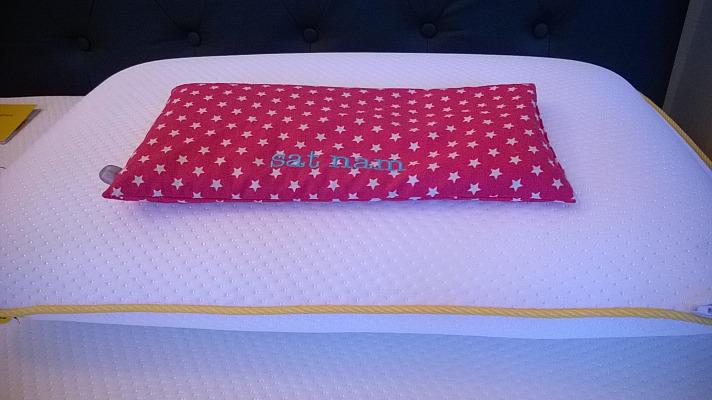 Eins der beiden eve-Pillows
