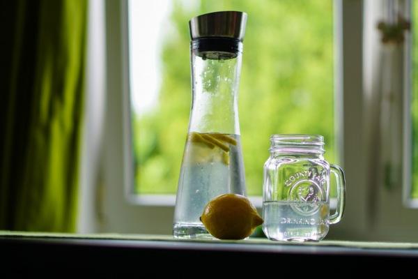 Wasser karaffe kirahoffmann/pixabay 16