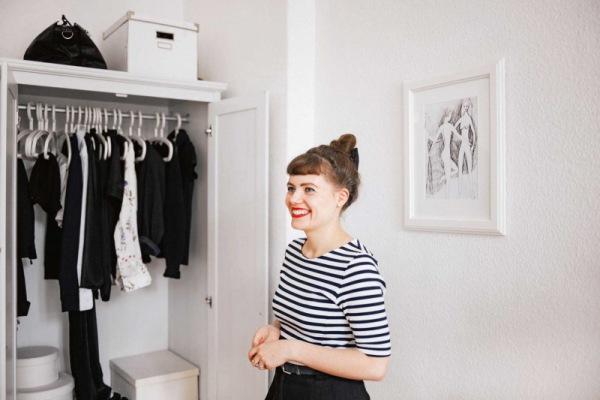 Minimal Mimi: So heißt Ekaterinas erfolgreicher YouTube-Kanal, unter dem sie Einblick in ihren minmalistischen Kleiderschrank und Lebensstil gibt.