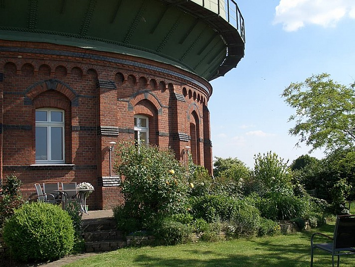 Frühjahrsputz: der Fenstersauger Dry&Clean von Leifheit - viele Fenster am Wasserturm