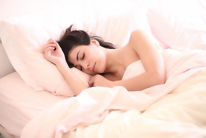 Schlafen Frau claudioscot/pixabay 41