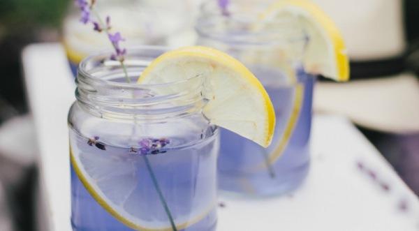 Lavendel Limonade - zwei Gläser
