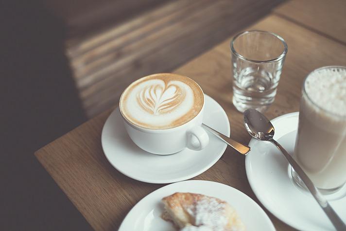 Woman coffee blankerwahnsinn/unsplash 10