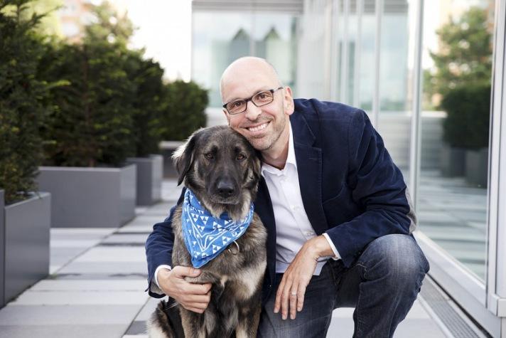 Patrick Lynen mit seinem Hund