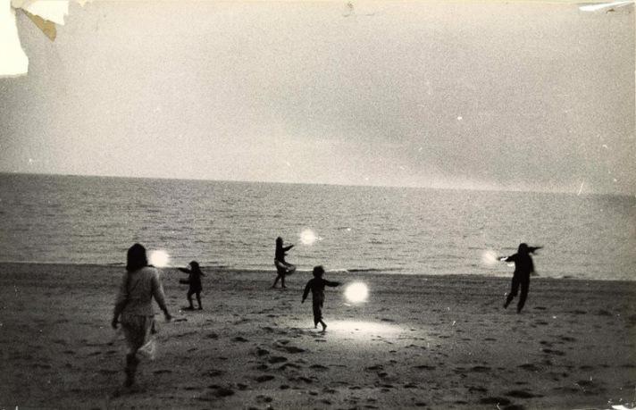 Anna Tenta - Leuchten am Strand
