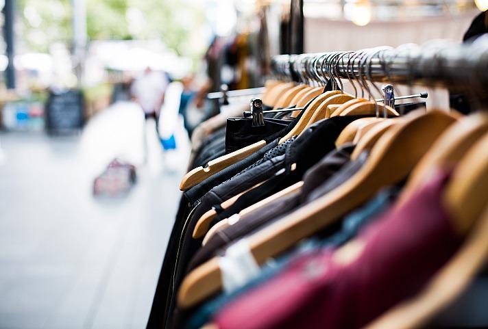 Nachhaltiges Shoppen: Kleidung im Sale kaufen