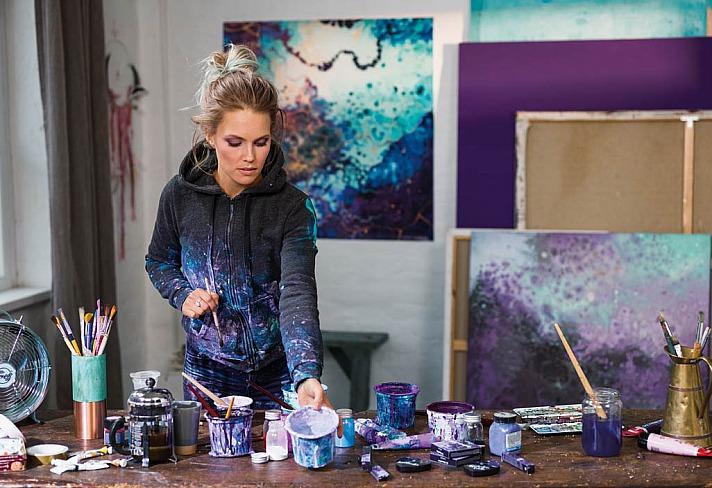 Dr. Hauschka: Make-up trifft Kunst - Künstlerin Emma Lindström