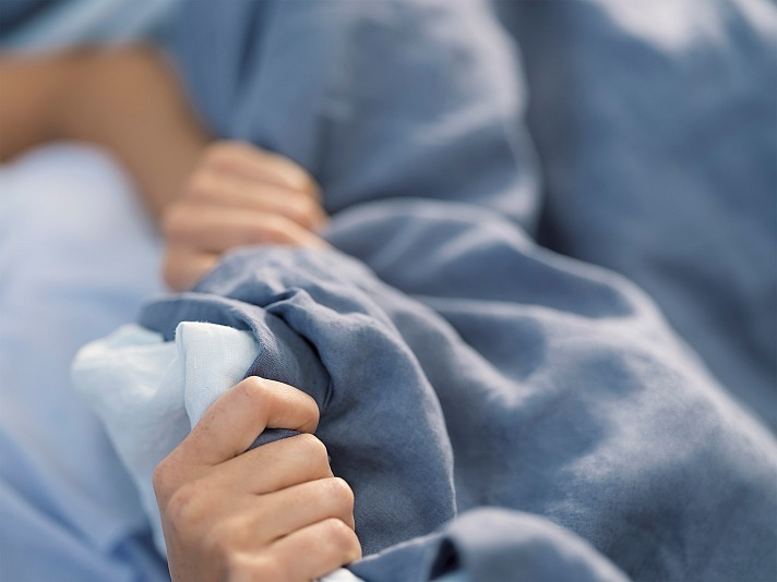 EVE: Brauchen wir im Sommer überhaupt eine Bettdecke und Bettwäsche?