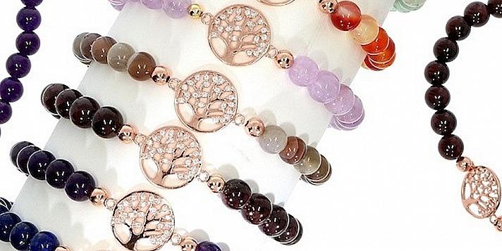 Stoneberry: Die Armbänder der Kollektion präsentieren sich meist mit mystischen Symbolen