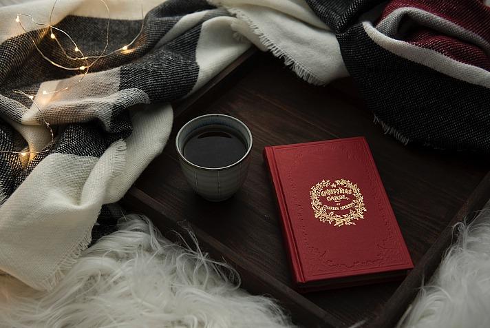 Book blanket joannakosinska/unsplash 4