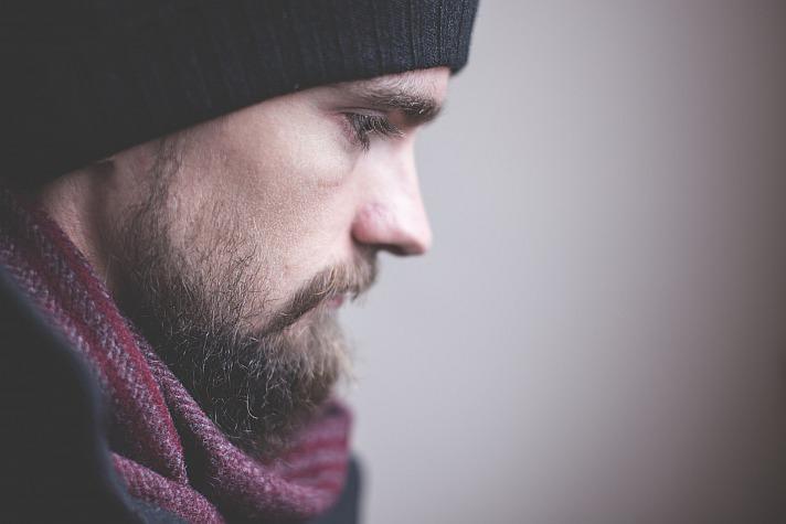 Die Bartform muss in jedem Fall zur Gesichtsform passen. Auch ist ein Bart ein recht pflegeintensives Körperaccessoire.