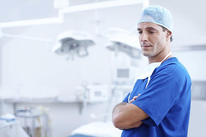 Lieber einen Mund-Kiefer-Gesichtschirurgen statt Zahnarzt aufsuchen