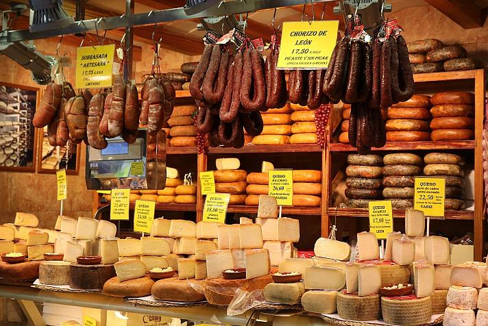 Höchste kulinarische Genüsse warten in den zahlreichen Markthallen auf die Reisenden