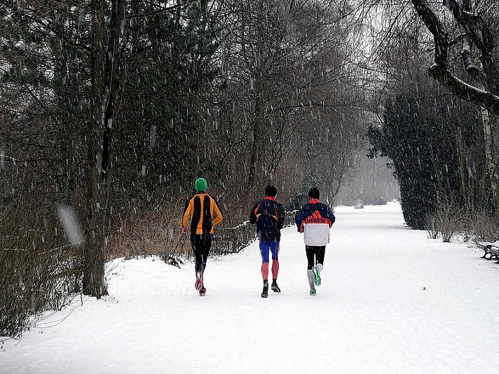 Aktiv im Winter: Outdoor-Aktivitäten bei niedrigen Temperaturen sind gut für Körper und Geist