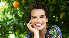 Jenny Jürgens unter Orangenbaum