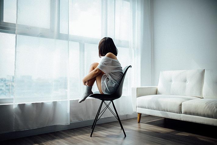 Gardinen im Schlafraum - auch gut möglich: bedruckter Vorhang