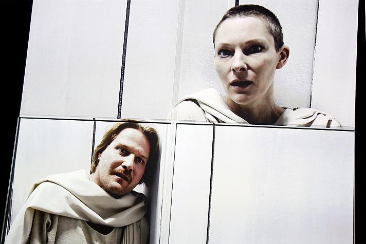 Die Parallelwelt Theater Dortmund: Peter Moltzen, Xenia Snagowski