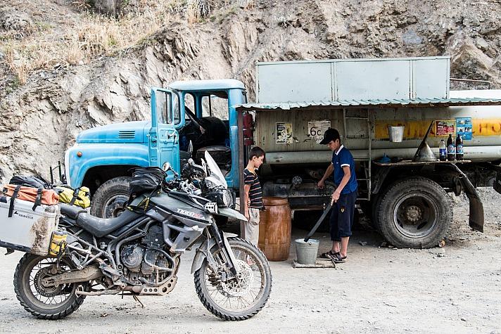 Lea Rieck Got2Go: Tanken, Pamir Hughway, Tajikistan