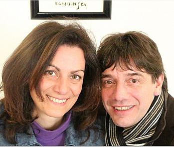Ivo Pügner wird bei einigen Liedern im Hintergrund stimmlich begleitet von Marion Butz