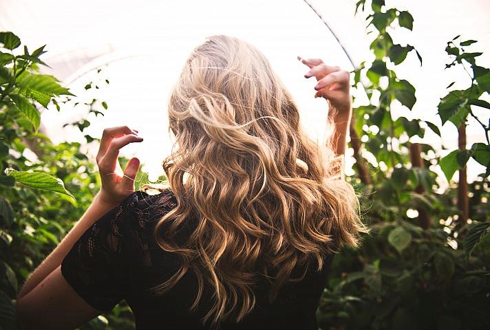 Trendige Frisuren mit Extensions zaubern