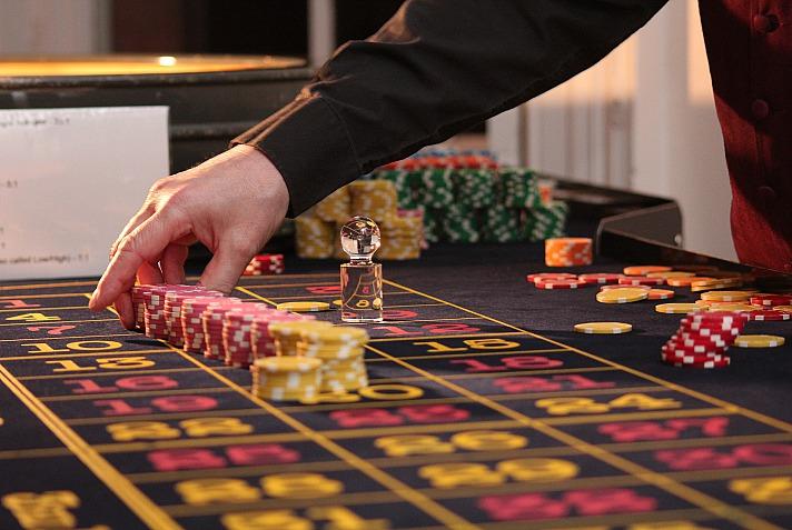 Casino-Dealer weltweit – Welche Unterschiede gibt es?