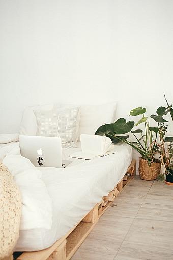 bed-bedroom-bright-916337
