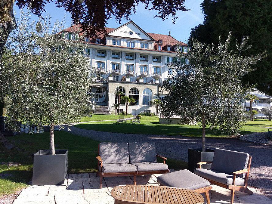 Parkhotel Gunten: 1915 galt das Parkhotel Gunten bereits als eines der modernsten Häuser im Berner Oberland