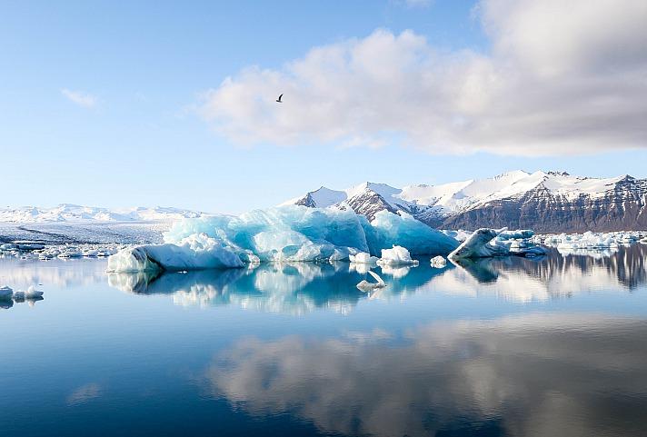 Ernest Hemingway sagte einmal: Die Würde, die in der Bewegung eines Eisberges liegt, beruht darauf, dass nur ein Achtel von ihm über dem Wasser ist.