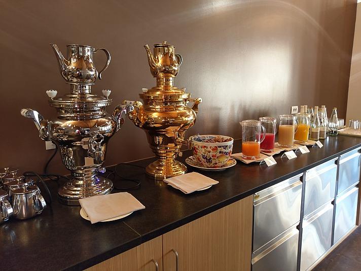 Dank ADAC Auslandskrankenschutz lässt auch ungewohnte Kulinarik voll und ganz genießen.