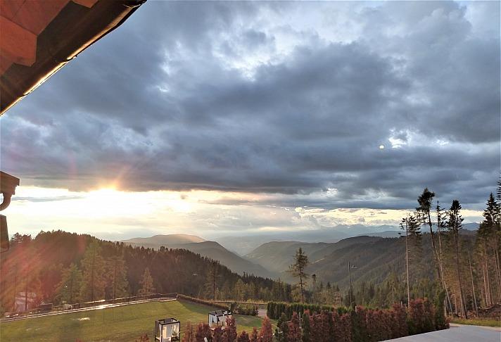 Der ADAC Auslandskrankenschutz ist in den Dolomiten einfach Pflicht. Die schnellen Wetterwechsel können bei Wanderungen schnell zur echten Gefahr werden...
