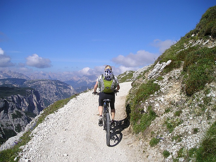 Sicher auf zwei Rädern: was du beim Mountainbiken beachten solltest