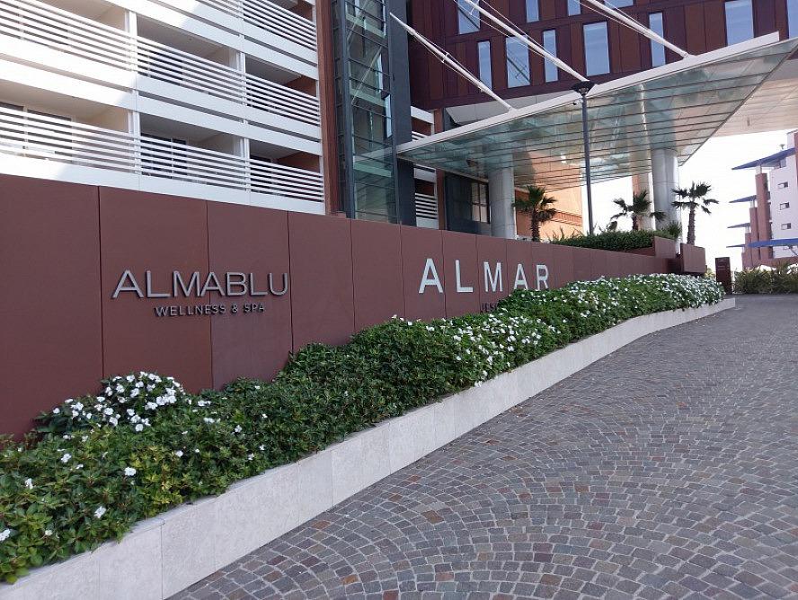 Almar Jesolo Resort&Spa: Auffahrt hinauf zum Eingangsbereich