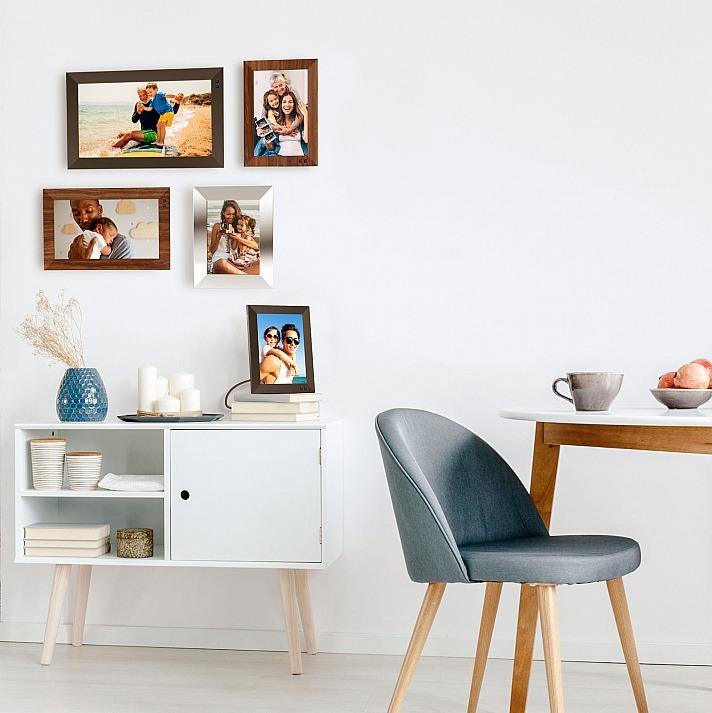 Nixplay Smart Photo Frames der nächsten Generation sind entweder wandhängend oder freistehend