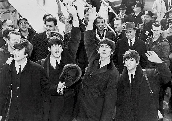 John Lennon und Paul McCartney hätten als Linkshänder gar keine Gitarren bekommen und wahrscheinlich Trompete oder Schlagzeug lernen müssen…