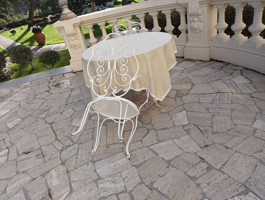 Grand Hotel Rimini: auf Stühlen wie diesem verbrachte Fellini unzählige Nachmittage