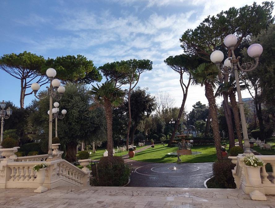 Grand Hotel Rimini: Blick auf den Parco Fellini - gleichzeitig Hotelpark