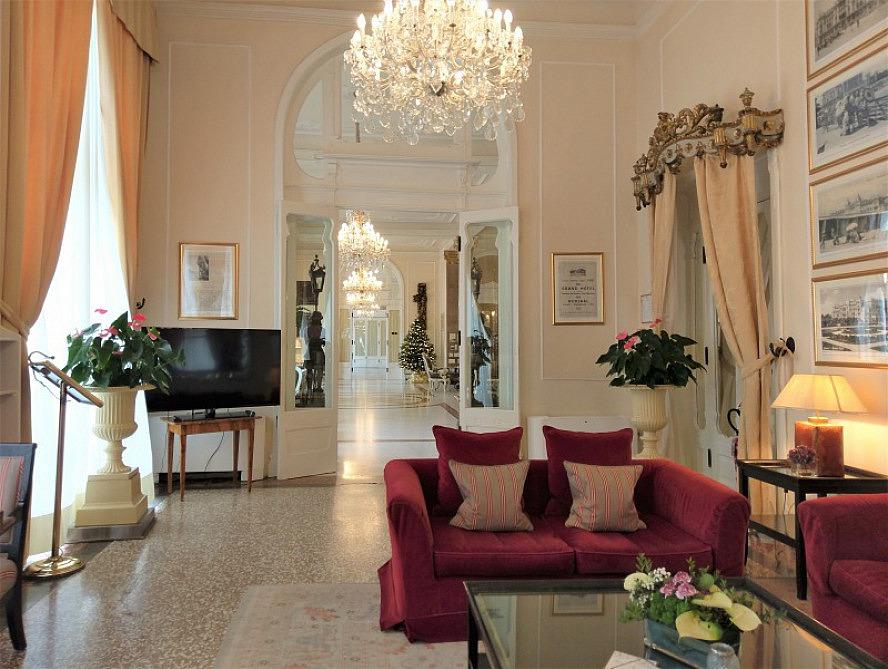 Grand Hotel Rimini: die Lounge lädt zum Verweilen ein
