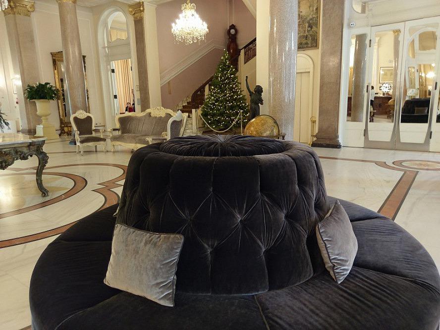 Grand Hotel Rimini: in der Eingangshalle wird es auch schon weihnachtlich
