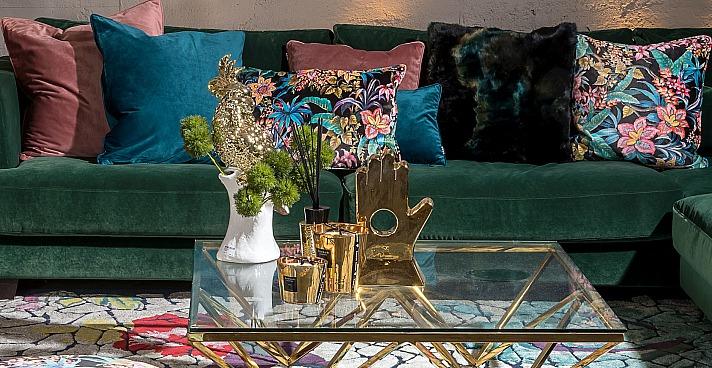 Die Kollektion Just Velvet von H.O.C.K. bietet neben dem floralen Design auch unifarbene Kissen
