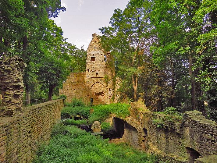 Hildegard Center: Hildegard von Bingen lebte von 1098 bis 1179 und gehört wohl zu den bedeutendsten Frauengestalten des deutschen Mittelalters