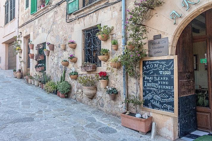 Einer der größten Vorteile einer Reise nach Mallorca: Da es sich um das beliebteste Urlaubsziel der Deutschen handelt, gibt es sehr viele Reiseanbieter, die gute Preise und interessante Reisepakete anbieten