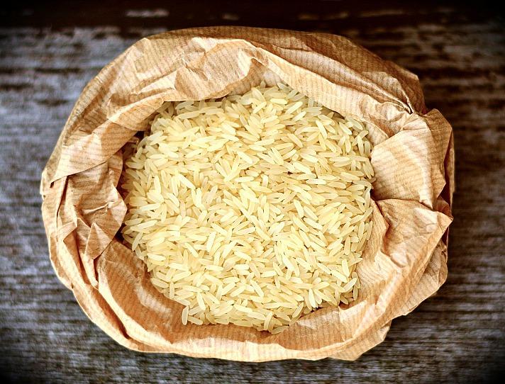 Der Höfling wünschte sich nichts weiter als Reis. Edler Gebieter, legt ein Reiskorn auf das erste Feld des Schachbretts, und dann auf jedes weitere Feld stets die doppelte Anzahl