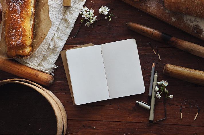 Journaling ist die moderne Form des Tagebuch-Schreibens und hilft uns dabei, den Blick nach Innen zu richten