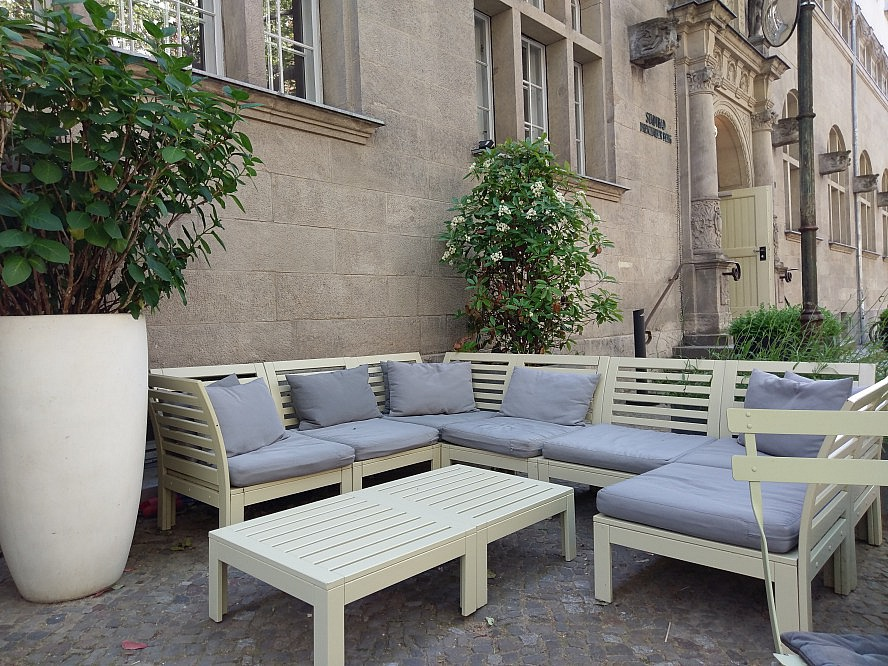 Hotel Oderberger Berlin: die Terrasse - ideal für den Nachmittagskaffee
