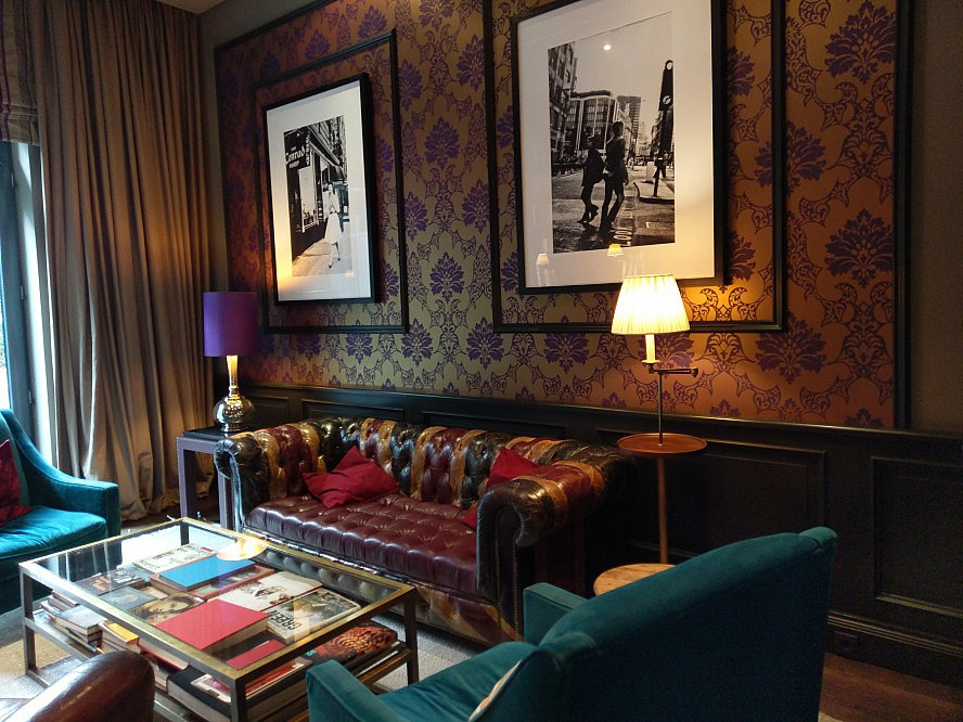 The George - Hotel Hamburg: The very british private library